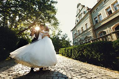 結婚式の前撮りで人気が高いポーズ6