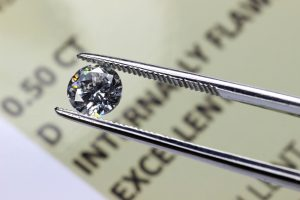 本当の意味を知ってる? 婚約指輪を選ぶときに気になるダイヤモンドの「カラット」