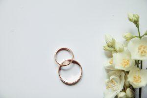 結婚指輪はプラチナだけじゃない!使われる3つの素材の特徴とお手入れ方法
