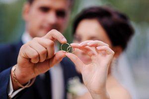 年齢を重ねてもずっと身に着けられる結婚指輪の選び方