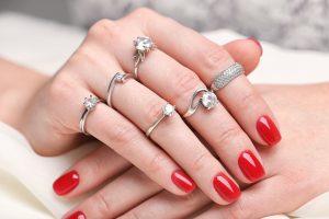 婚約指輪を買うときにチェック!多彩なダイヤモンドのセッティング