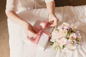 結婚式の親ギフト。何を贈る?どんな風に贈る?