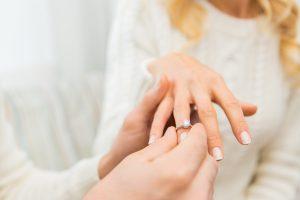 エンゲージリングにはなぜダイヤモンドが必要?