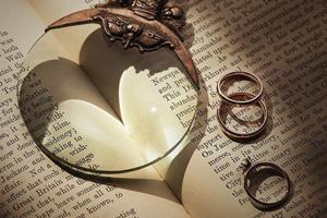 結婚指輪にはさまざまな種類がある!代表的な素材・アームのデザインをご紹介