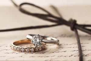 婚約指輪の種類はさまざま!素材・デザイン・テイストにこだわって指輪を選ぼう