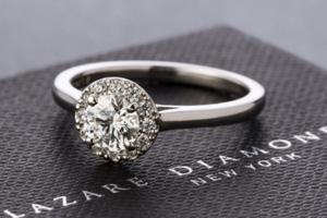 婚約指輪にはダイヤモンドが必要!その理由と代表的な4つのデザインについて